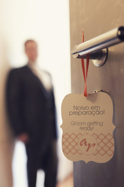 groom door tag
